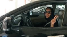 إمرأة سعودية تقود سيارة