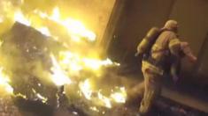 بالفيديو: رجل إطفاء يلتقط طفلاً أُلقِيَ من مبنى يتحريق