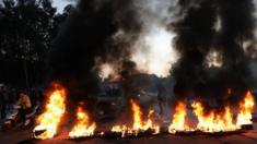 قطع طرق وحرق إطارات احتجاجاً على كلام باسيل