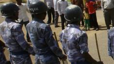 أفراد بالشرطة السودانية