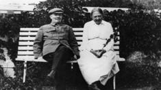 Lenin và vợ, bà Krupskaya