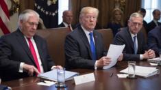 أدلى الرئيس الأمريكي، دونالد ترامب، بتهديداته أثناء ترأسه اجتماع لأعضاء حكومته