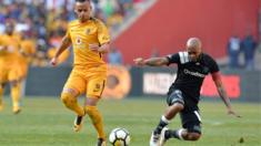 Gustavo Paez and Oupa Manyisa during the Carling Black Label Champion Cup match between Orlando Pirates and Kaizer Chiefs at FNB Stadium on July 29, 2017