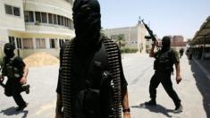 يشتبه في قيام الرجل بتهريب أسلحة من غزة إلى الضفة الغربية