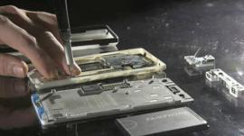 The modular Fairphone 2 taken apart