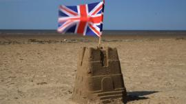 https://ichef-1.bbci.co.uk/news/270/cpsprodpb/164D/production/_97590750_sandcastle.jpg