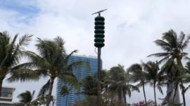 The US state of Hawaii has tested its nuclear warning siren for the first time since the end of the Cold War.