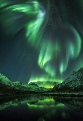 Aurora boreal de color verde