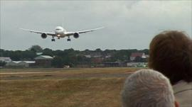 787 Dreamliner landing