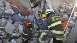 Emergency services in Mexico City at the site of blast in the Pemex tower (31 Jan)