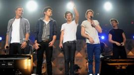 One Direction, from left, Liam Payne, Zayn Malik, Harry Styles, Niall Horan, and Louis Tomlinson