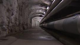 Tunnel with pipes