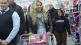 Beyonce shopping in Walmart