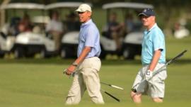 US President Barack Obama (left) and Prime Minister of New Zealand John Key play golf in Kaneohe, Hawaii
