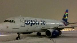Plane which skidded off runway in Chicago