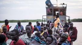 Displaced South Sudanese fleeing in boats at Minkammen