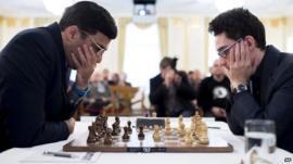 (L) Indian chess grandmaster Viswanathan Anand and (R) US/Italian grandmaster Fabiano Caruana during round three of the Zurich Chess Challenge 2015