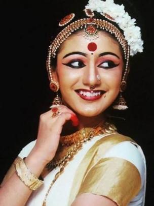 প্রিয়া প্রকাশ ওয়ারিয়ার, নৃত্য শিল্পী।