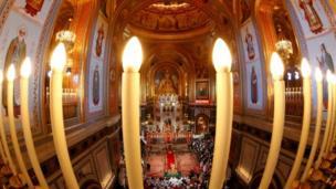قداس عيد الفصح في كتدرائية المسيح المخلص بالعاصمة الروسية موسكو