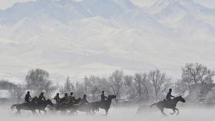Kyrgyz horsemen are racing in a horse game competition Атчан кыргыздар