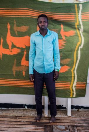 عز الدين عيسى، 18 عاما، وقضى عاما في ليبيا وكان يريد الهجرة إلى المملكة المتحدة.