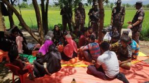 Arakanlı Müslümanlar, Naf nehrini geçtikten hemen sonra Bangladeş askerleri tarafından sınırda durduruldu. Çoğu Myanmar tarafında geri gönderildi.
