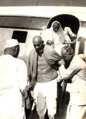 31 ઑક્ટોબર 1950માં ગુજરાતની છેલ્લાા મુલાકાતે પહોંચેલા સરદાર પટેલ મણિબેન સાથે