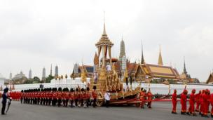 The royal chariot carrying the urn