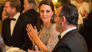 劍橋公爵夫人與讓·雷諾交談