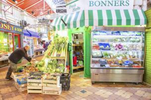 英国牛津一个市场售卖蔬果的一家店子