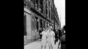 Glasgow Lord Provost Mrs Jean Roberto with the Queen in June 1957