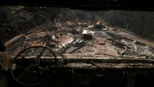на многих дорогах остались сгоревшие автомобили