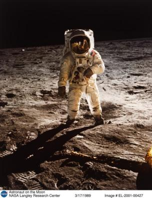 ચંદ્રમા હાજર અવકાશયાત્રી