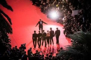 《青木原樹海》全體演員在戛納電影節紅地毯上(16/5/2015)