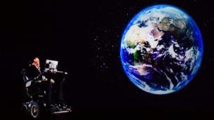 Hawking dictando una conferencia