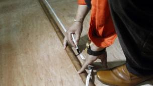 """The world""""s longest cigar rolled up by Cuban Jose Castelar Cairo, known as """"Cueto"""", is measured in Havana, Cuba, 12 August 2016"""