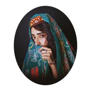 زنان سرزمین من پر از رنگ، پر از قدرت و لطافت است و خشونت و ضعف اجتماعی در جهت پنهان کردن او باز هم چیزی از قدرتش کم نمیکند.