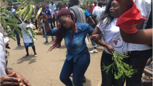 Young girls and boys dey dance on top di supreme court judgement wey cancel di August 8 presidential