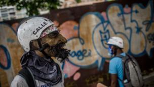 Протестующие в масках