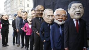 صورة عددا من زعماء العالم خلال احتجاجات
