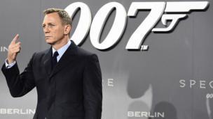 Il incarne un nouveau style de James Bond, plus tourmenté et sombre.
