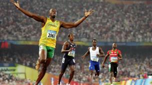 2008 ஆம் ஆண்டு பெய்ஜிங் ஒலிம்பிக்கில் நடைபெற்ற 200 மீட்டர் ஓட்டப்போட்டியில்19.30 வினாடிகள் பதிவில் வரலாறு படைத்து தங்க வென்றதன் உணர்வுப்பூர்வ வெளிப்பாடு