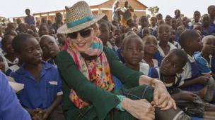 La super star de la pop Madonna a financé la construction d'une unité pédiatrique au Malawi.