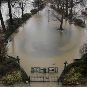 A flooded park on the banks of the Seine river on 22 January 2018