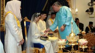 阿米娜得到父亲的祝福
