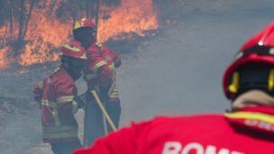 عمال إطفاء