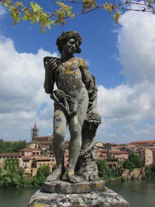 Estatua manchada