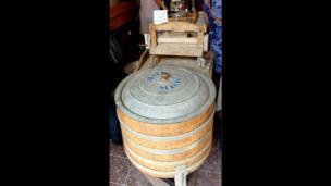 Одна из первых стиральных машин известной торговой марки