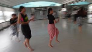 ขณะที่ Thai Folks คือการนำเอาศิลปะการรำพื้นบ้านจาก 4 ภาคของไทย มาใส่จังหวะที่เพิ่มขึ้น เพื่อให้ผู้เล่นได้ออกกำลังกาย