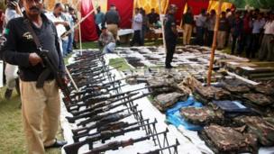 عزیز آباد سے برآمد ہونے والا اسلحہ